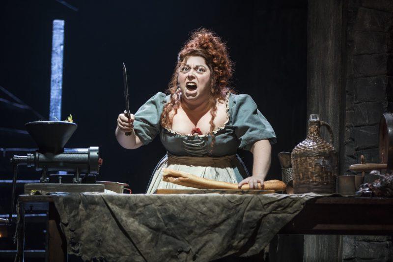 13_LM_TOUR_4054_Allison Guinn as Madame Thenardier